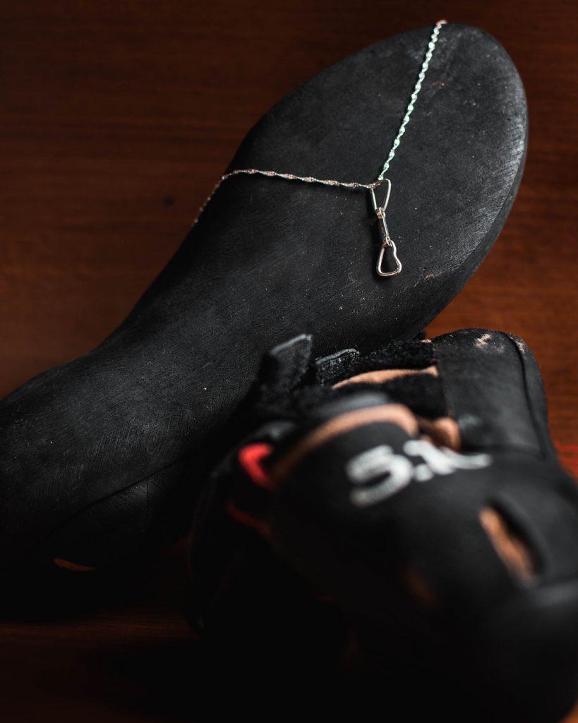 colar e pingente costura de escalada